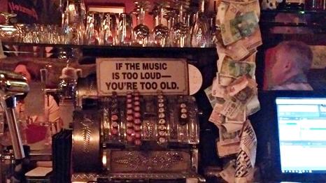 Ha a zene túl hangos, te vagy túl öreg - Cafe De Dam, Amszterdam - Kocsmaturista