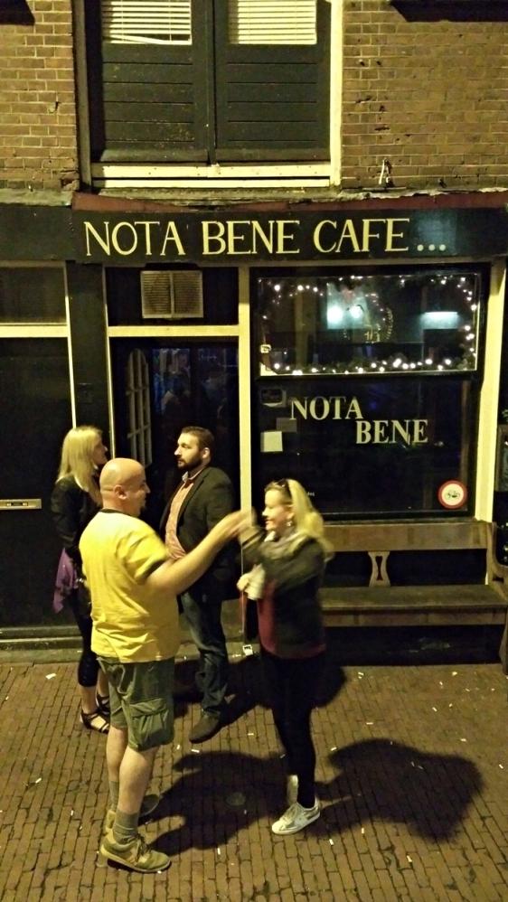 A Café Nota Bene bejárata Amszterdamban - Kocsmaturista