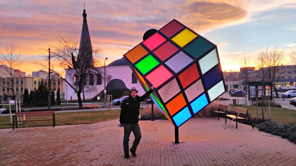 A világító Rubik kocka Százhalombattán - Kocsmaturista