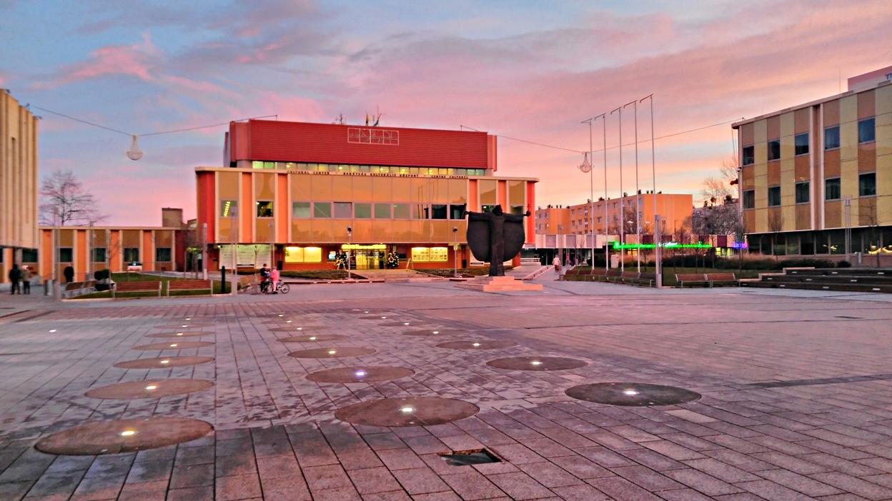 Százhalombatta főtere, a Szent István tér - Kocsmaturista