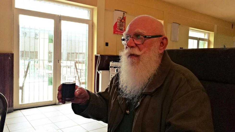 Szakál György a Vadászkürt presszóban - Kocsmaturista