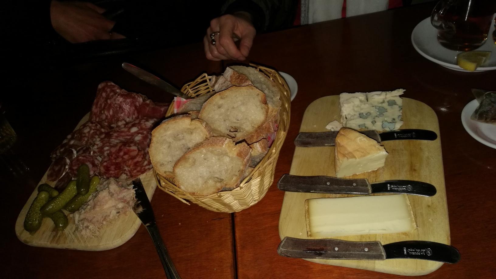 Holland sajt és szalámitál Hágában