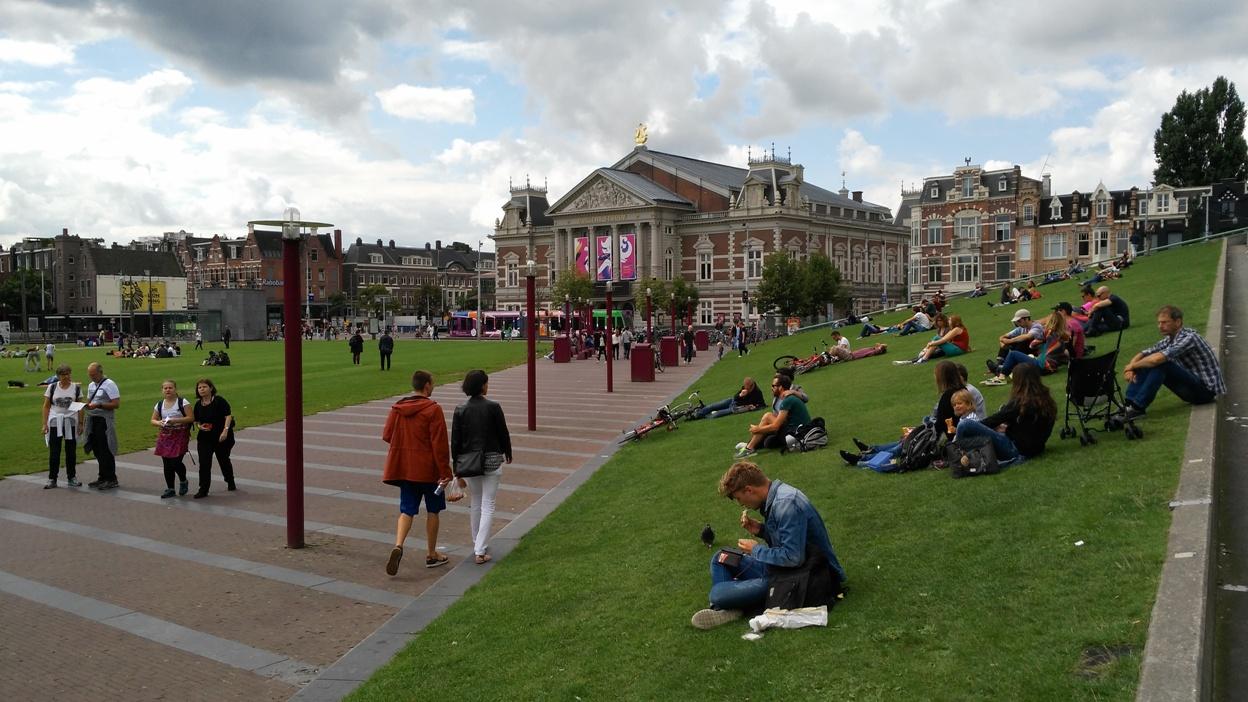 A Museumplein (Múzeum tér) Amszterdamban - Kocsmaturista