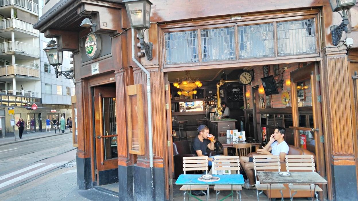A Café Berkhout kívülről - Kocsmaturista