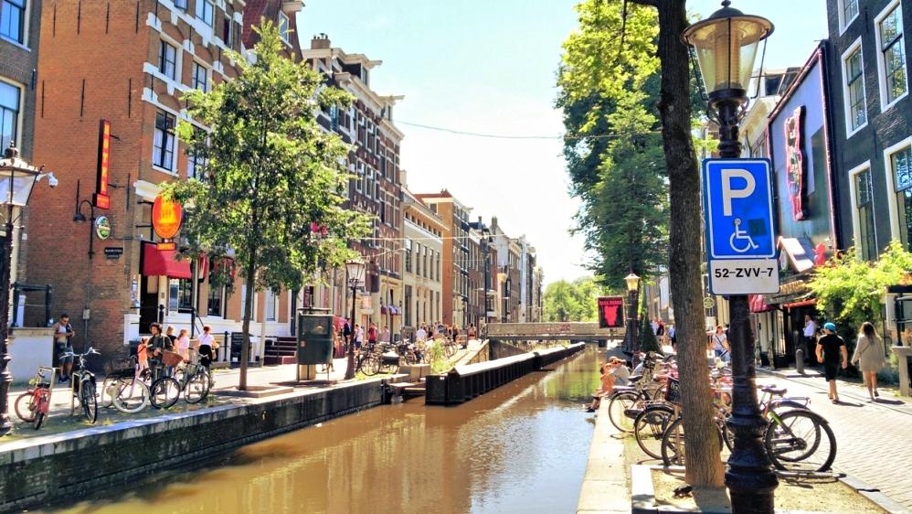 A piroslámpás negyed nappal Amszterdamban - Kocsmaturista