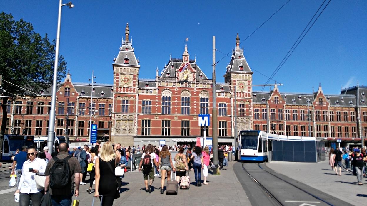 Amsterdam Centraal Vasútállomás - Kocsmaturista