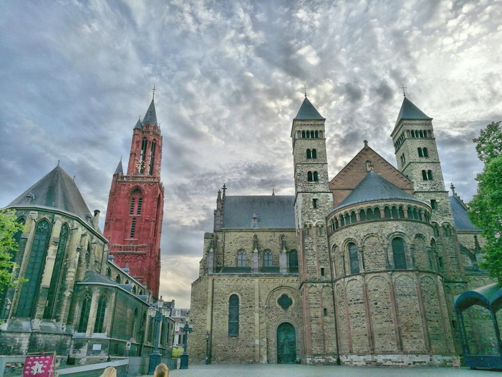 Vrjithof, Maastricht főtere a Szent János és Szent Szervác templomokkal