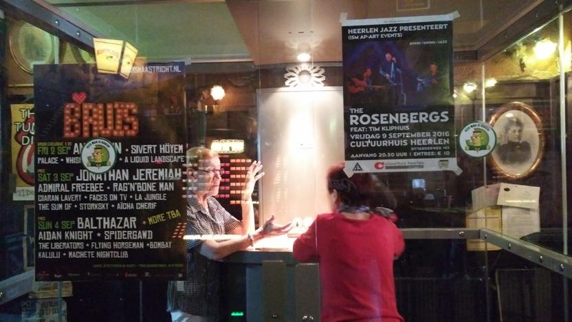 Muziek Café de Tapperij cigizősarka, Heerlen, Hollandia - Kocsmaturista