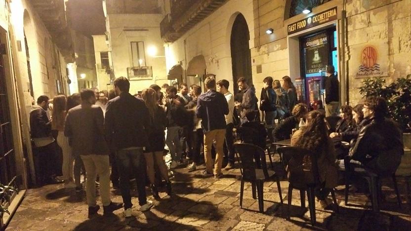 Pugliai kocsmai utcakép Leccében - Kocsmaturista