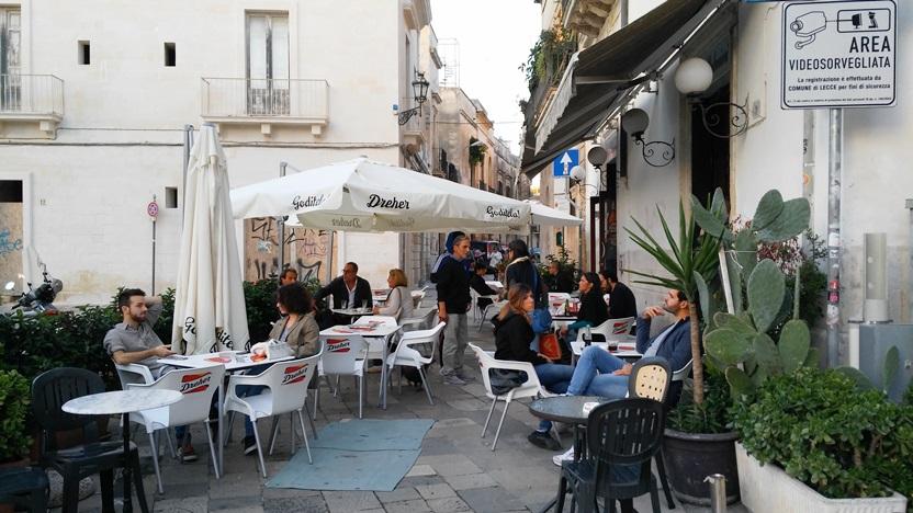 Olasz Dreheres napernyők pugliai kocsmák előtt - Kocsmaturista