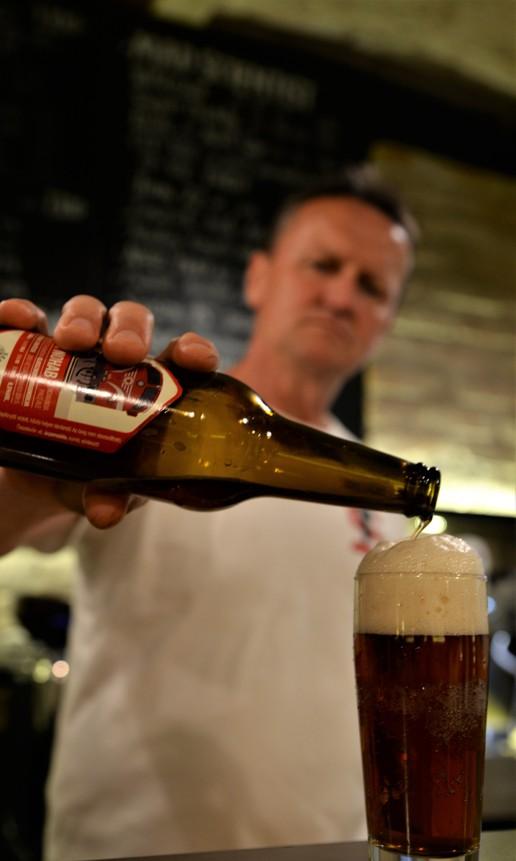 A Hunyadi Lakásbisztróban a FŰTŐHÁZ sörök - Kocsmaturista