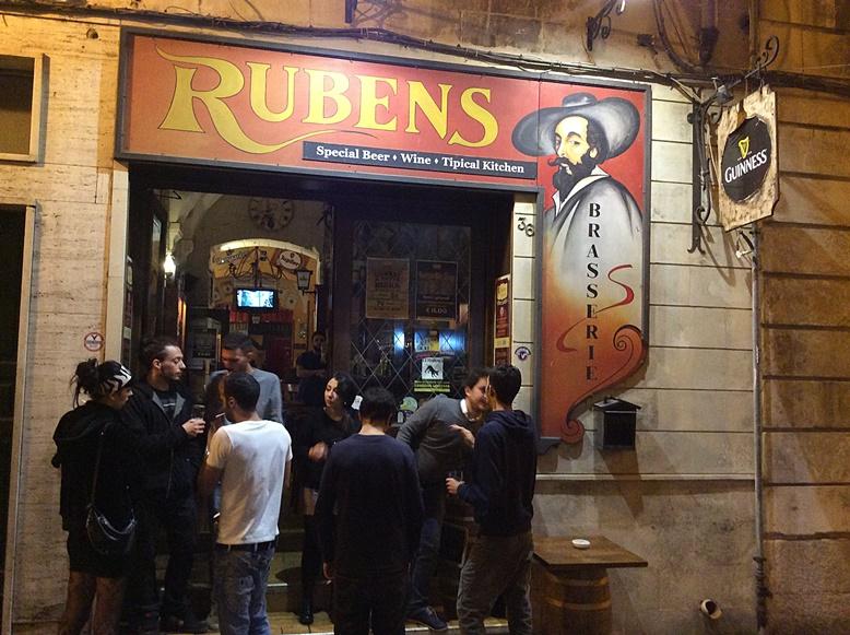 Leccei kocsmák - A Rubens Bejárata - Kocsmaturista