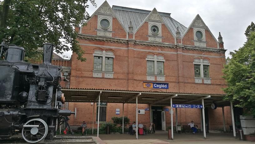 Cegléd kocsmái - A ceglédi vasútállomás - Kocsmaturista
