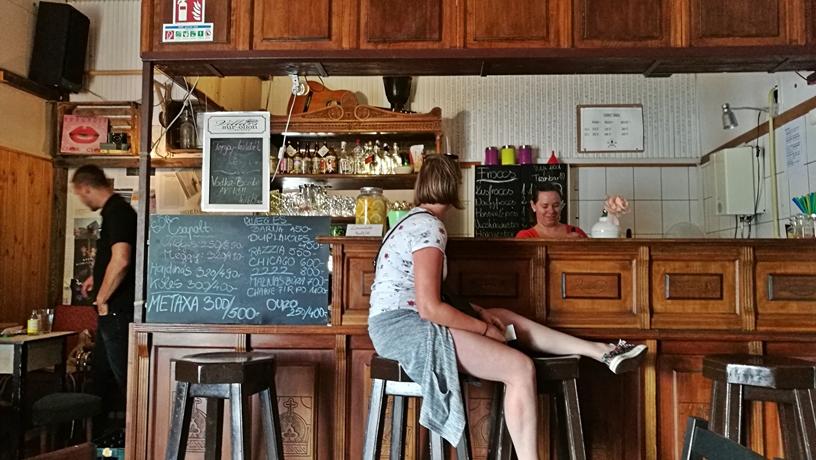 Cegléd kocsmái - Tizes Vintage Bar - bárterem - Kocsmaturista