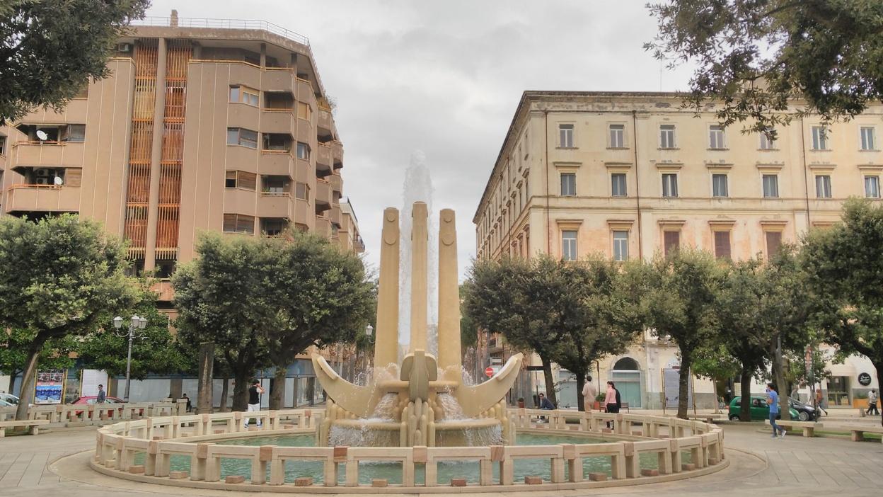 Brindisi kocsmái - Piazza Carioli - Fontana delle Ancore (a horgonyok szőkőkútja)