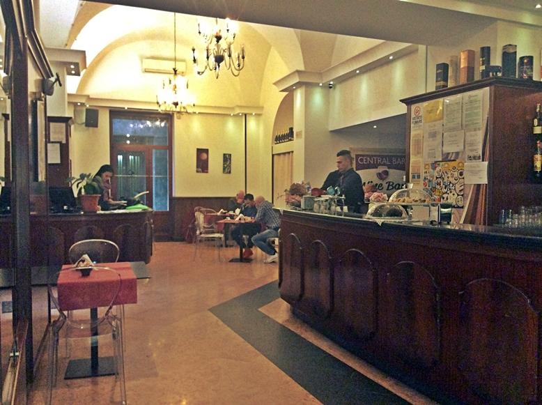 Brindisi - A Central Bar beltere - Kocsmaturista