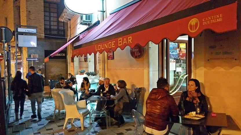 A Central Bar terasza Brindisiben - Kocsamturista
