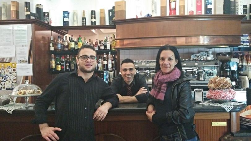 Brindisi kocsmái - Antoanella Cucchi és a srácok a Central Barból - Kocsmaturista