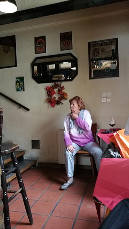 A kocsmai elhatárolódás optimális vendége - egy női vendég akcióban - Kocsmaturista