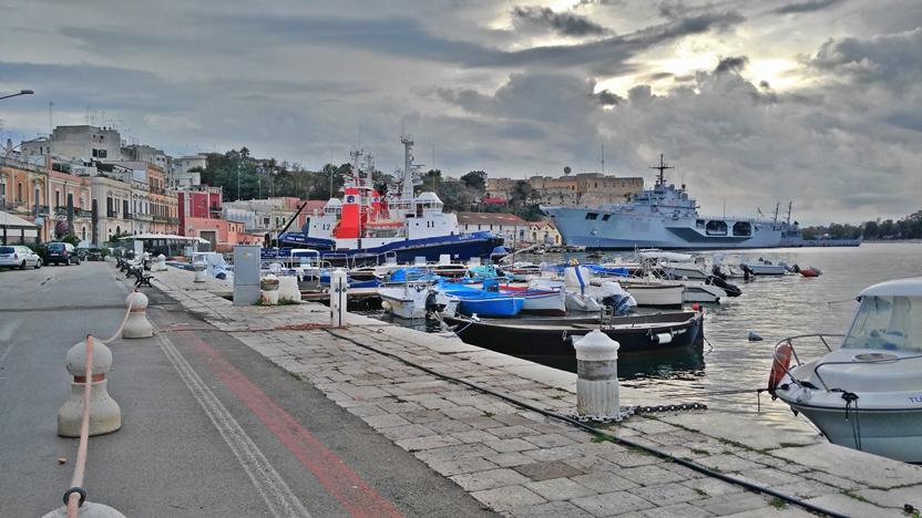 Brindisi kocsmai - a kikötő - Kocsmaturista