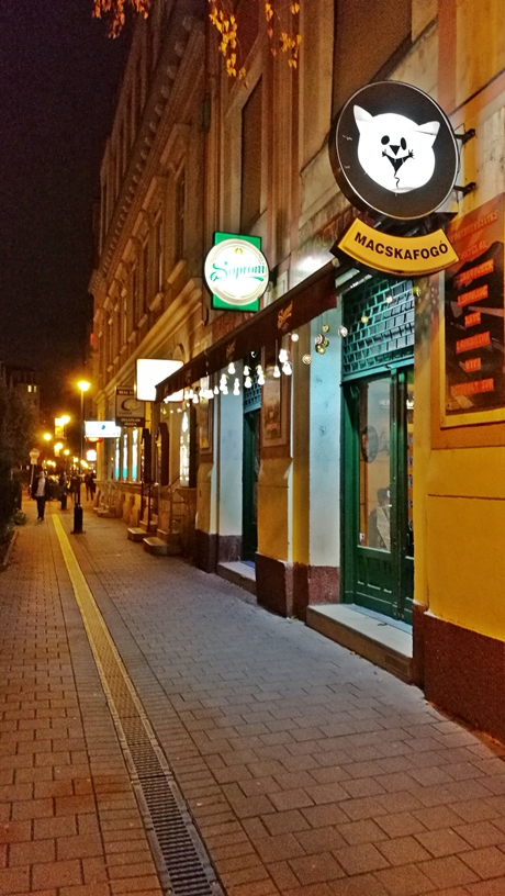 Macskafogó Söröző, Tompa utca, Budapest - bejárat