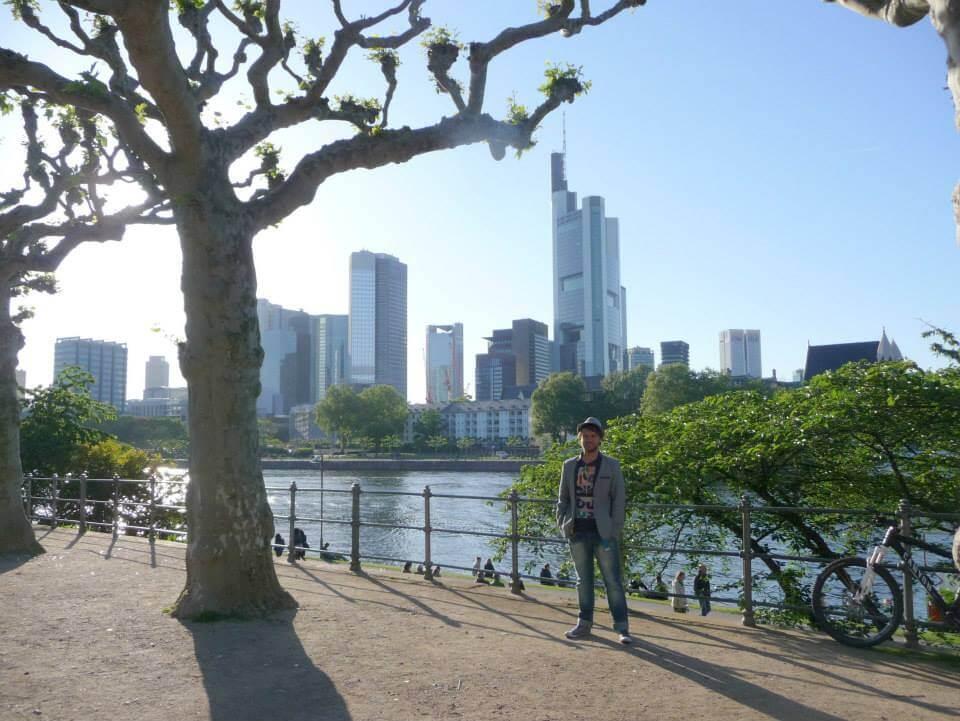 Frankfurt - Majna parton szép fák és felhőkarcolók - Kocsmaturista
