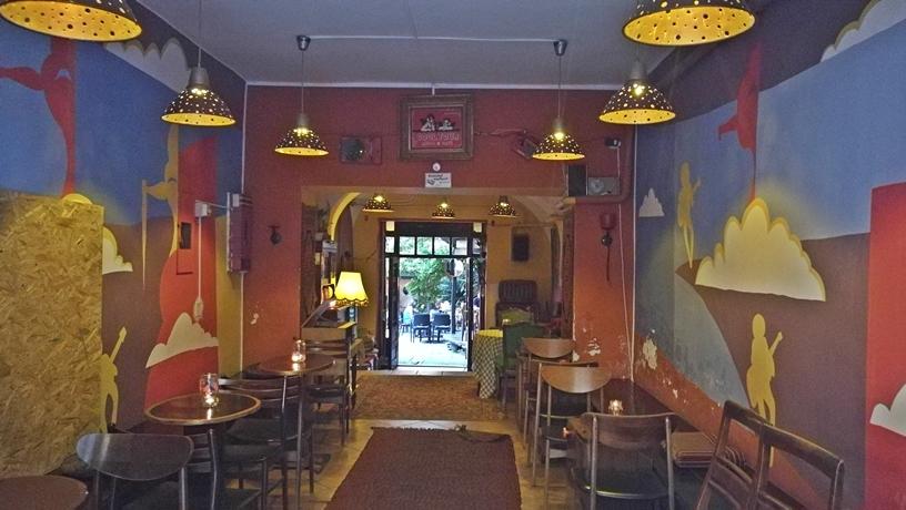 Pécsi kocsmák - Cool Tour Café folyosó - Kocsmaturista