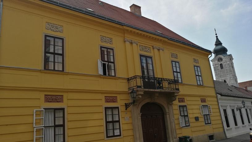 Pécs kocsmái - Zirci Ciszterci Apátság Szálláshely - Kocsmaturista
