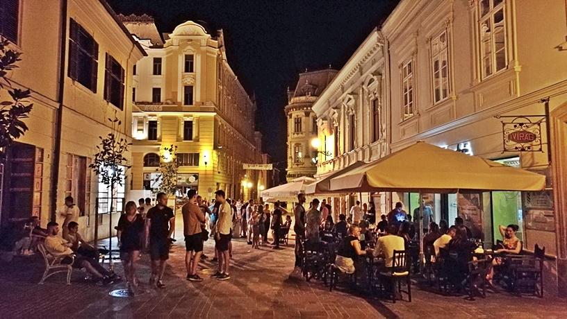 Pécs kocsmái - Vödör Café nyári éjjelen - Kocsmaturista