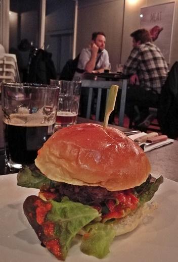 Aranyérmes Sörvacsora - FŰTŐHÁZ SÖRFŐZDE - Sophie & Ben Bistro - Goose Burger - 327-139 Stout - Kocsmaturista
