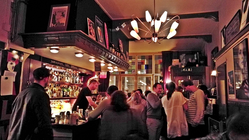 Hága kocsmái - Le Café, a pult körül - Kocsmaturista