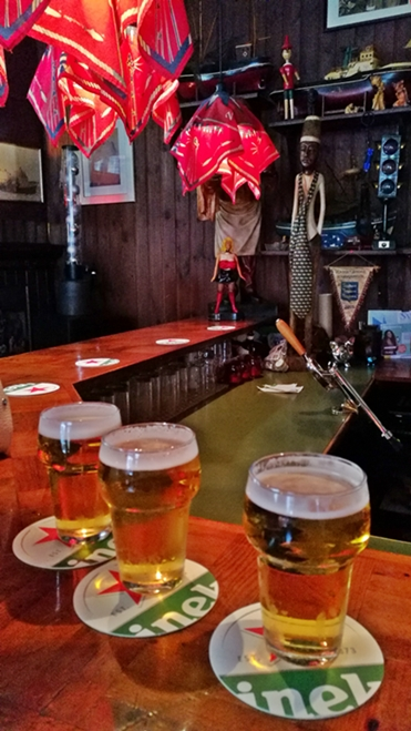 Hága kocsmái - Van Scheveningen - három kör Heineken - Kocsmaturista