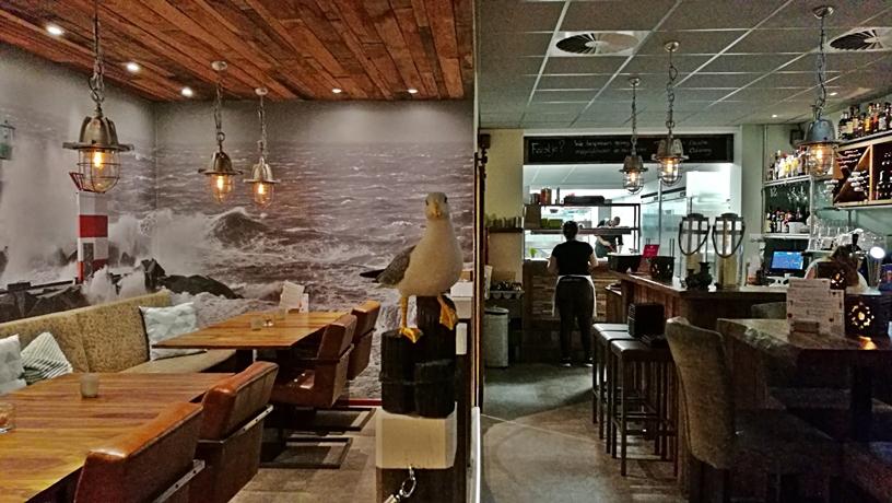 Hága kocsmái - Duo Eten en Drinken - tengerparti tematikus dizján - Kocsmaturista