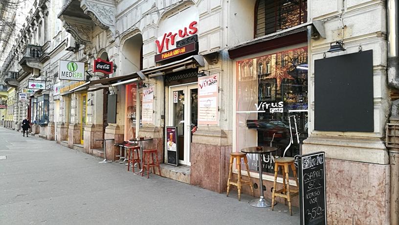 Kocsmatúra a sörcikkgyűjtőkkel - a Virus Café kívülről - Kocsmaturista