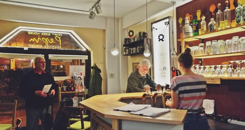 Kocsmatúra a sörcikkgyűjtőkkel - Pepin Craft Beer Bar belülről - Kocsmaturista