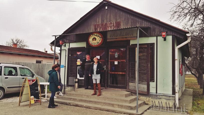 Székesfehérvár kocsmái - Vadalma kívülről - Kocsmaturista