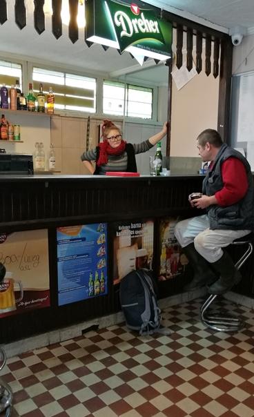 Székesfehérvár kocsmái - Dorisz és a vendég a Topogóban - Kocsmaturista