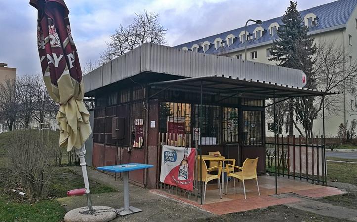 Székesfehérvár kocsmái - A Kicsi Büfé terasza - Kocsmaturista