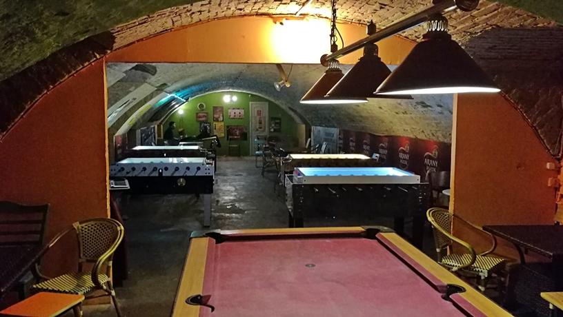 Székesfehérvár kocsmái - Varkocs Old Pub - Van biliárd és csócsó - Kocsmaturista