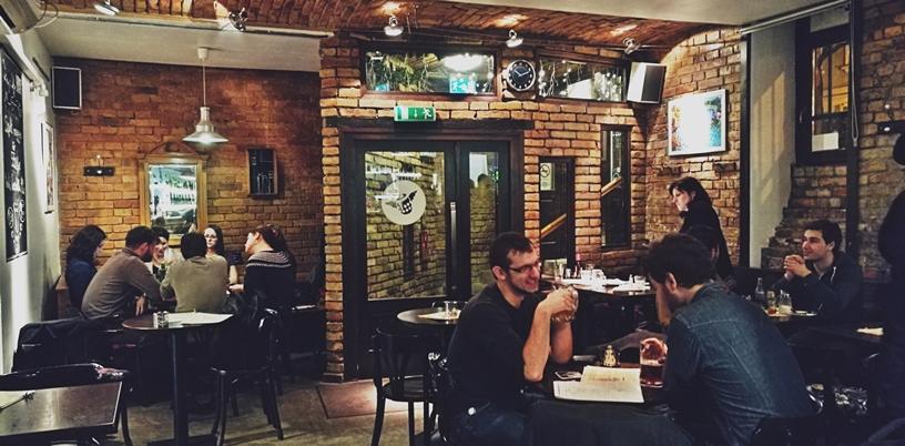 Kocsmatúra a sörcikkgyűjtőkkel - a Tompa Angyal beltere - Kocsmaturista