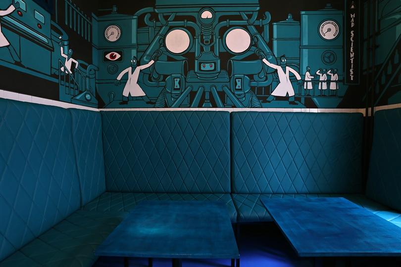 Labor Berlin - türkízkék belső terem - Kocsmaturista