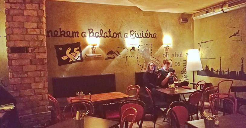 Labor Berlin megnyító - az otthont adó Szimpla Kaffehaus Budapest - Kocsmaturista