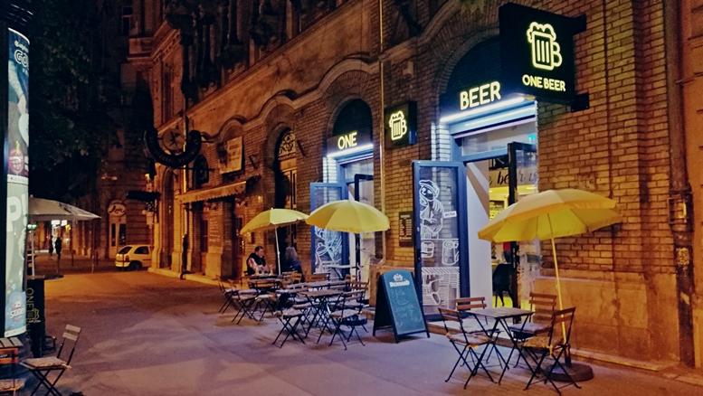 Kocsmatura sörcikkgyűjtőkkel - One Beer kívülről - Kocsmaturista