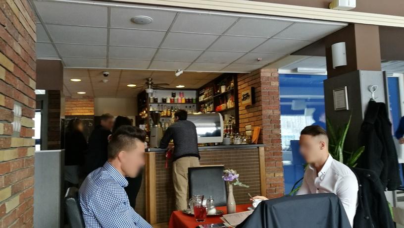 Salgótarján kocsmái és a 4 Birtok - a Hello Café a pult körül - Kocsmaturista