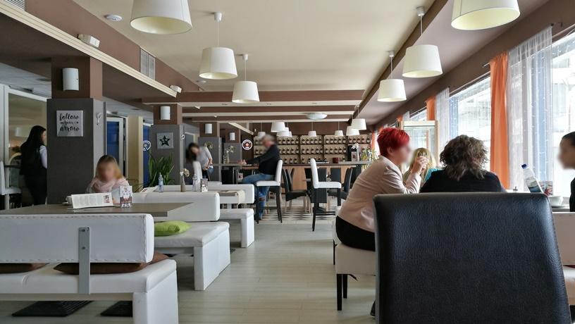 Salgótarján kocsmái és a 4 Birtok - Hello Café beltér - Kocsmaturista
