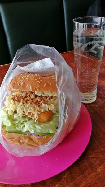Salgótarján Kocsmái és a 4 Birtok - Amstelben a Dixie Csirke hamburger - Kocsmaturista