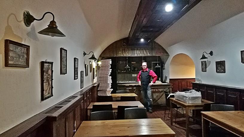 Salgótarján kocsmái és a 4 Birtok - Den Café alsó pult, Hard Drink - Kocsmaturista