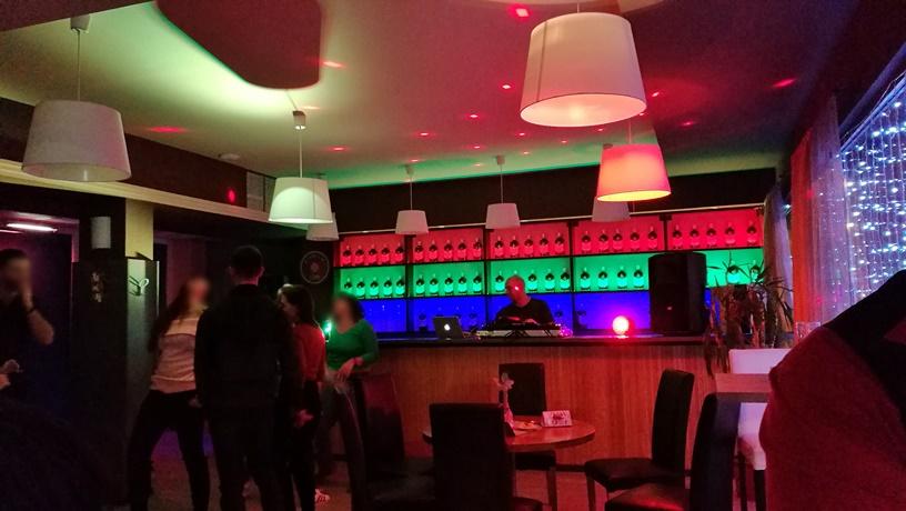 Salgótarján kocsmái és a 4 Birtok - Hello Café éjjeli buli idején - Kocsmaturista