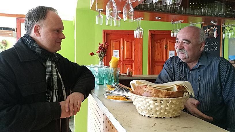 Salgótarján kocsmái és a 4Birtok - CZZ vendéglő, pultos és vendég - Kocsmaturista