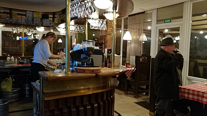 Salgótarján kocsmái és a 4Birtok - Konyakozó Pub és Pizzéria bárpult - Kocsmaturista
